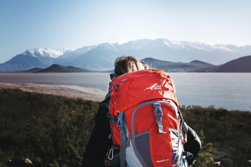 Creditcard mee op reis: voldoe jij aan de inkomenseis?